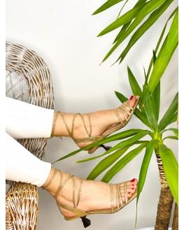 Sandalia tacón dorada portada